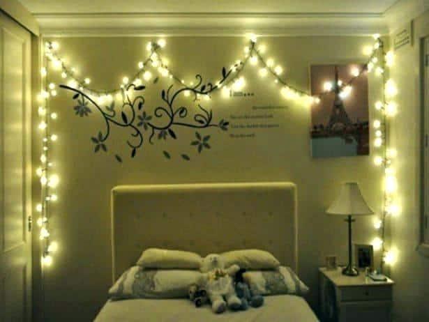 اتاق خوابی آرامش بخش با تزیین ریسه های نور
